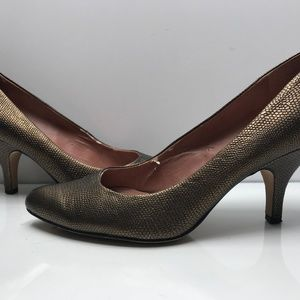 Vince Camuto Size 10 B Brown Metallic Heel Pumps